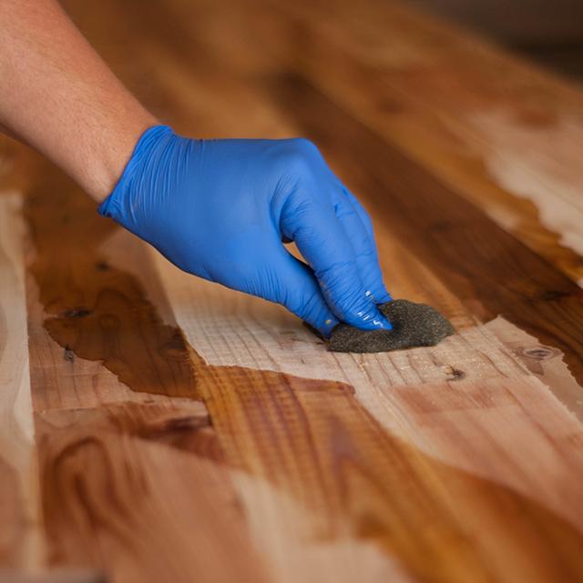 Teinter un meuble TV en bois